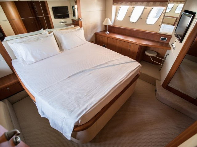 Daydream 64 Ft Yacht Rental 9