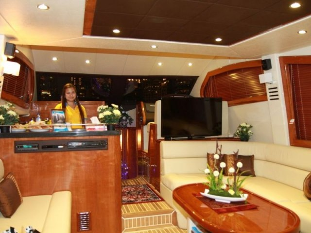 Cozmo 52 Ft Yacht Charter 10
