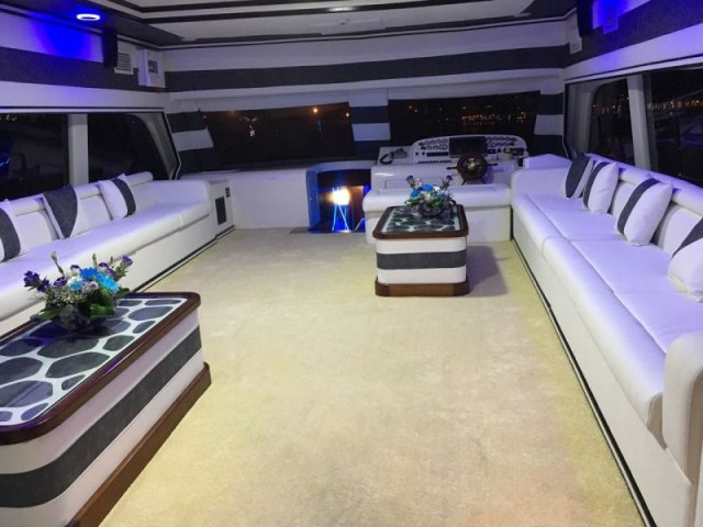 Cozmo 80 Ft Yacht Rental 4