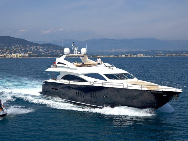 Notorious 90 Ft Yacht Charter 15