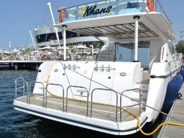 Cozmo 90 Ft Yacht Charter 2