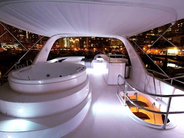 RY 85 Ft Yacht Rental 10