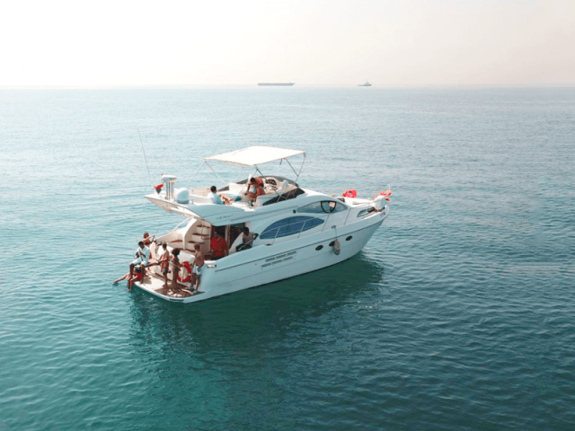 Cozmo 50 Ft Yacht Charter 2
