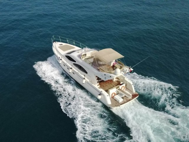 Cozmo 55 Ft Yacht Charter 4