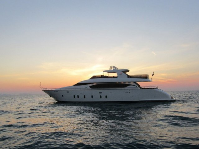 Xclusive 96 Ft Yacht Rental 6